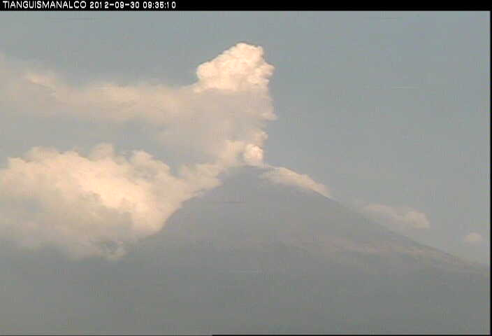 Steaming Popocatépetl on 30 Sep
