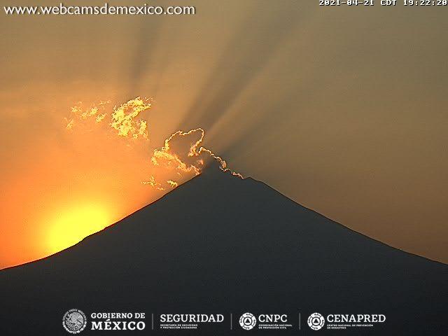 Ash emissions from Popocatépetl volcano at dusk (image: CENAPRED)