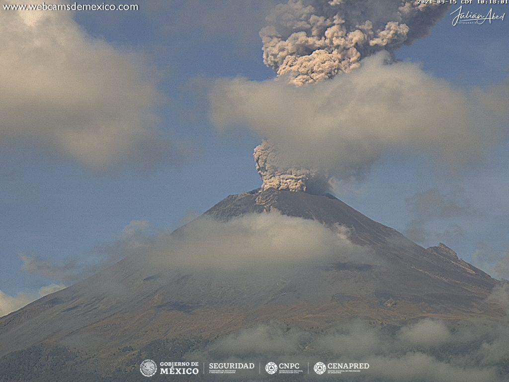 Dense dark 2,1 km ash plume from Popocatépetl volcano this morning (image: CENAPRED)