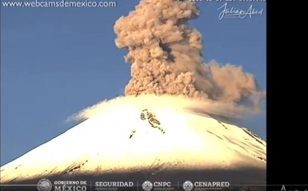 Webcam screenshot from today's explosion at Popocatépetl volcano (image: @chematierra/twitter)