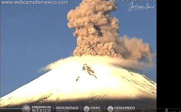 Screenshot of today's explosion webcam at Popocatépetl volcano (image: @ chematierra / twitter)