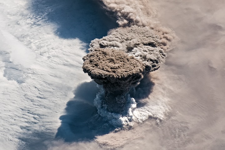 View of the vertically rising and expanding plume head during the peak phase of the eruption of Raikoke volcano during 21-22 June, 5th or 6th explosive phase (image: NASA Earth))