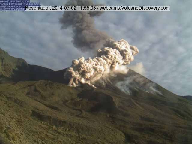 The pyroclastic flow from Reventador's explosion this morning