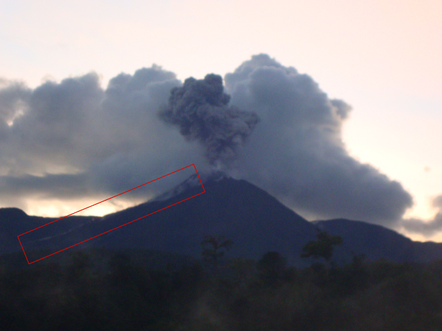 Explosion from Reventador on 19 July. The red rectangle marks the lava flow (IGPEN)