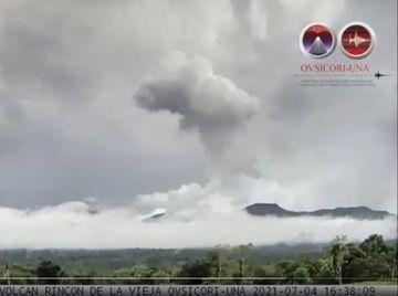 The webcam screenshot from Rincon de la Vieja's hydrothermal explosion yesterday (image: @OVSICORI_UNA/twitter)