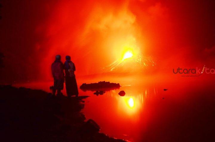 Strombolian activity from Barujari cone, Rinjani volcano (image: Apink Alkaf / facebook)