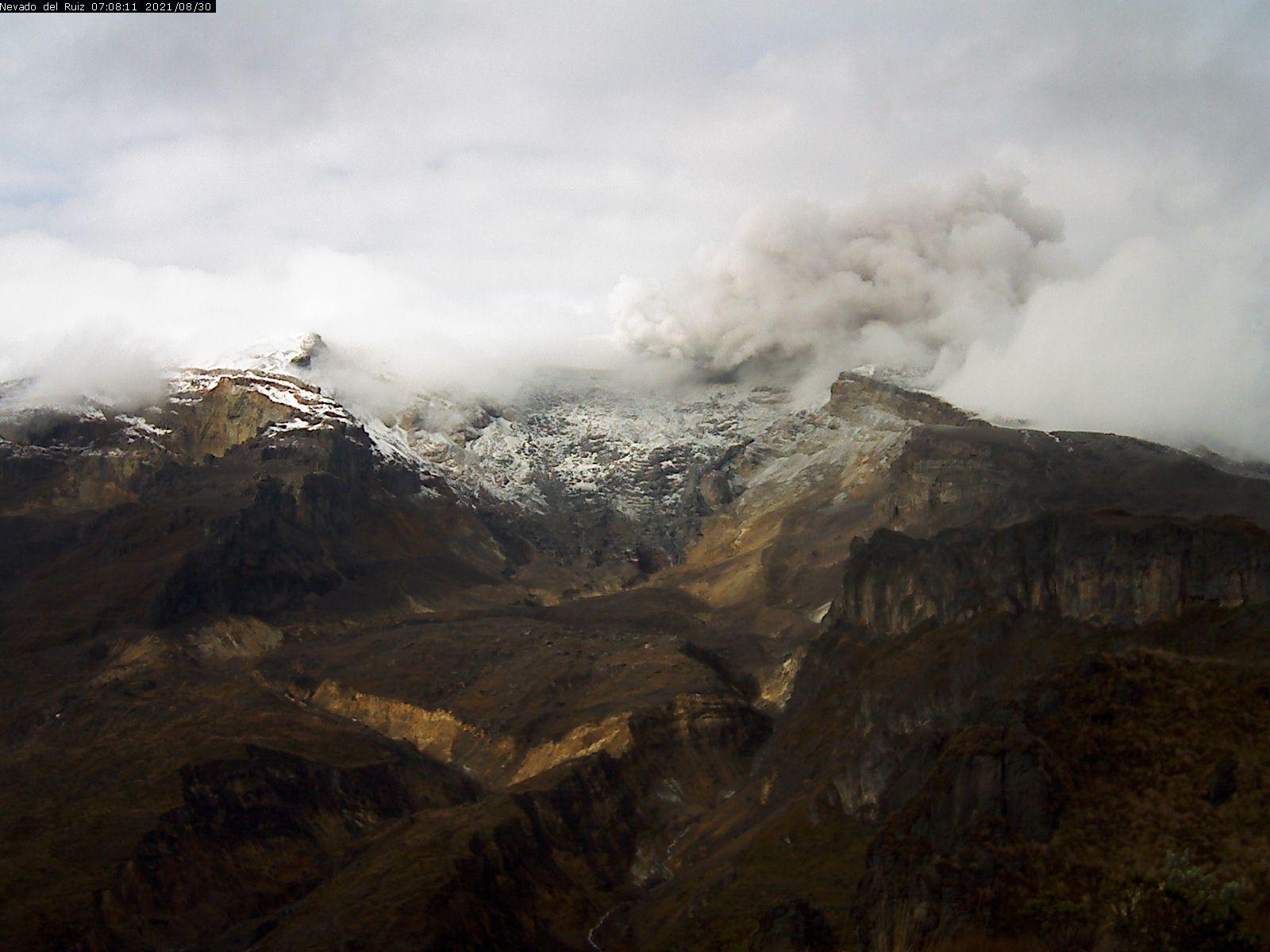 Sporadic amount of ash occurs from Nevado del Ruiz volcano (image: INGEOMINAS)