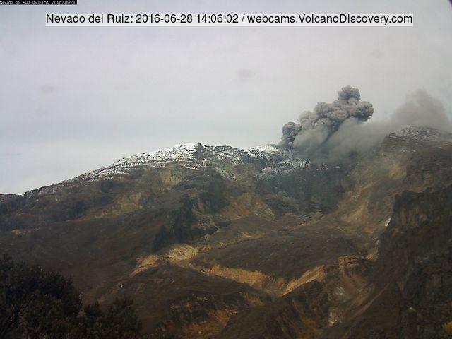 Ash emission from Nevado del Ruiz this morning
