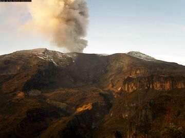 Gas, steam and small amount of ash from Nevado del Ruiz volcano this morning (image: INGEOMINAS)