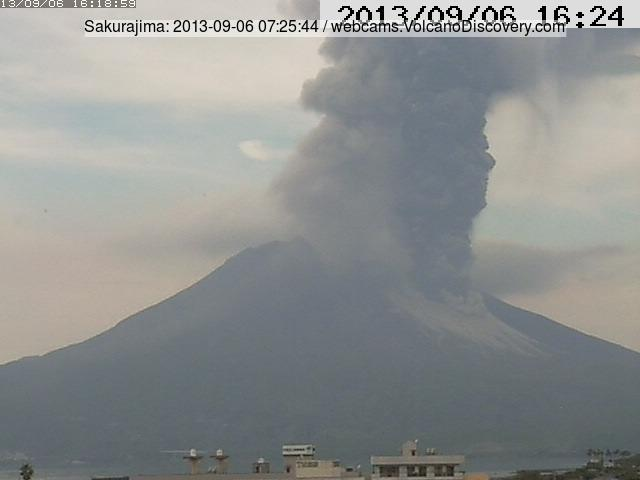 Ash plume from Sakurajima this morning (Tarumizu webcam)