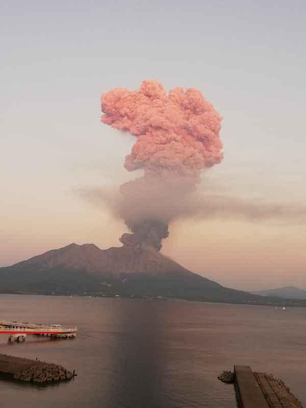 Eruption of Sakurajima volcano this morning (image: @volcanohull / public domain)