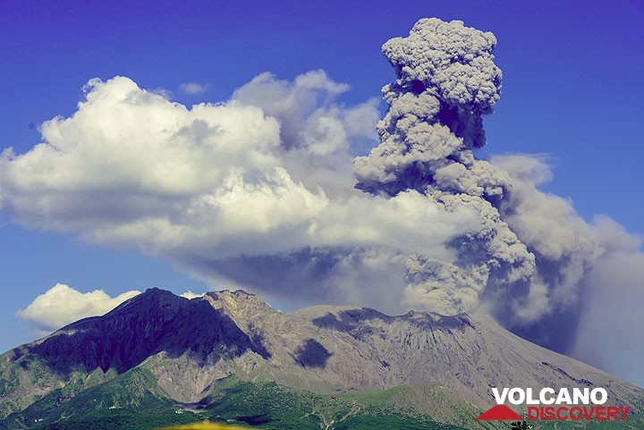 Sakurajima volcano in eruption (July 2013)