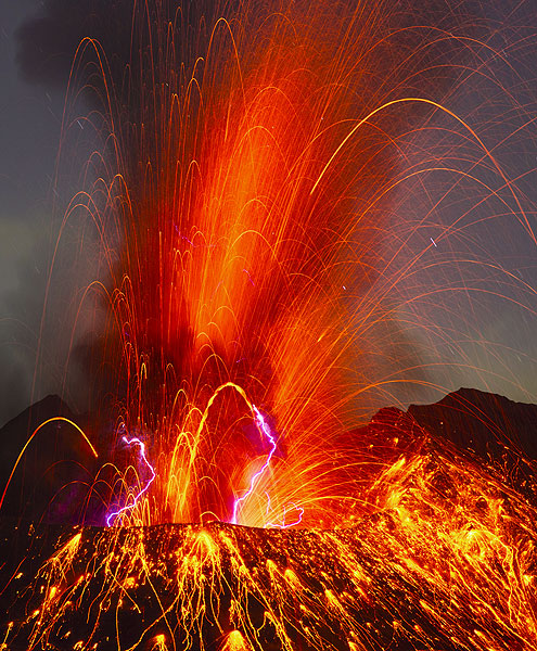 Powerful strombolian explosion from Sakurajima volcano, Japan, at 13:48 UTC on 27 Sep 2013 (22:48 local time)