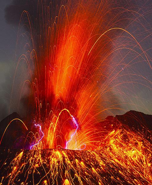 Powerful strombolian explosion from Sakurajima at 13:48 UTC on 27 Sep (22:48 local time)