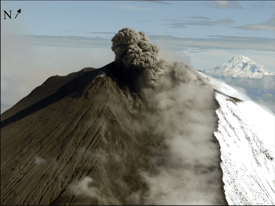 Eruption from Sangay volcano during the flight (image: IGEPN)