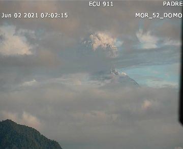 Dense dark ash plume from Sangay volcano yesterday (image: IGEPN)