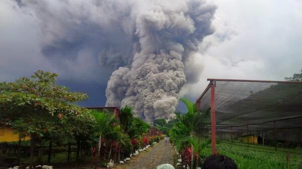 Ash clouds from Santiaguito on the morning of 9 May 2014 (INSIVUMEH)