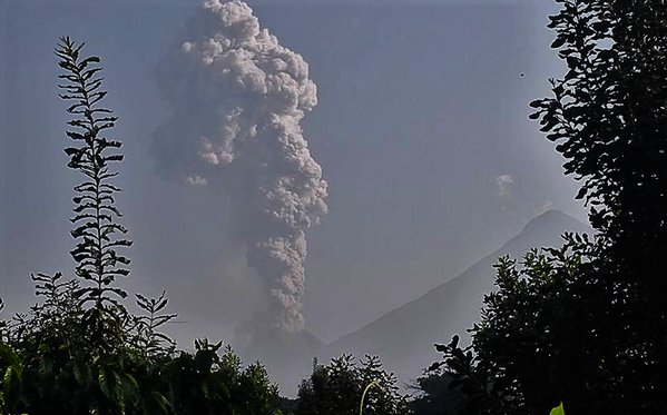 Eruption column of Santiaguito from this morning's explosion (image: CONRED)