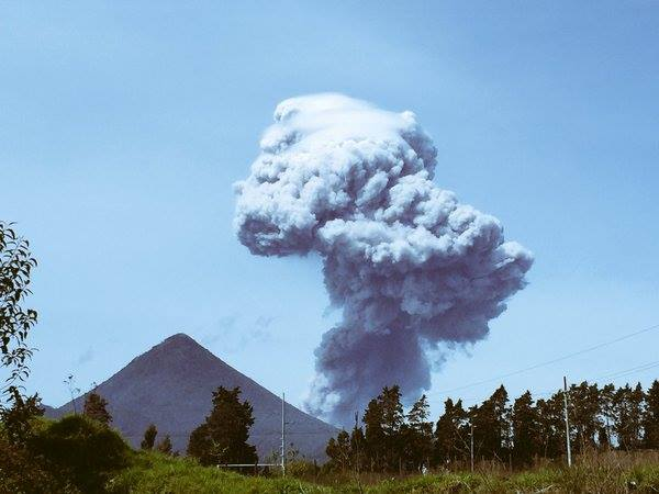 Eruption column of Santiaguito yesterday (image: Meteorología GT / facebook)
