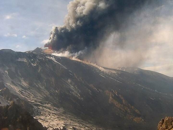 The lava flow descending into Valle del Bove