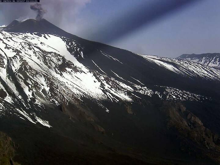 Ash emission from Etna's New SE crater (Etna Trekking webcam)