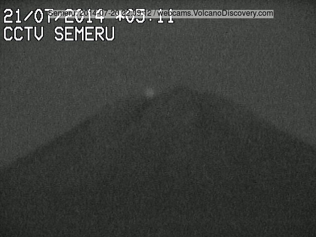 Glow from Semeru's summit at night (VSI webcam)