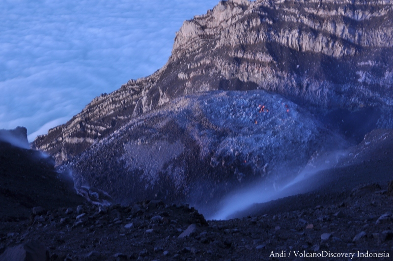 The active lava dome inside Semeru's summit crater as seen on 19 July (Photo: Andi / VolcanoDiscovery)