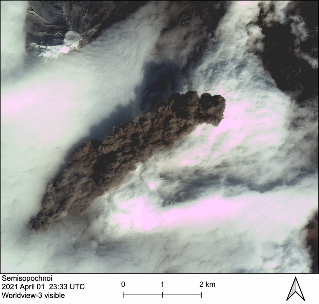 Minor dense ash emissions rose from the North Cerberus crater (image: AVO)