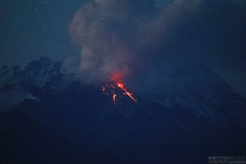 A weakening glow at the lava dome on 3 September confirms a decreasing activity (image: Alexey Demyanchuk/volkstat.ru)