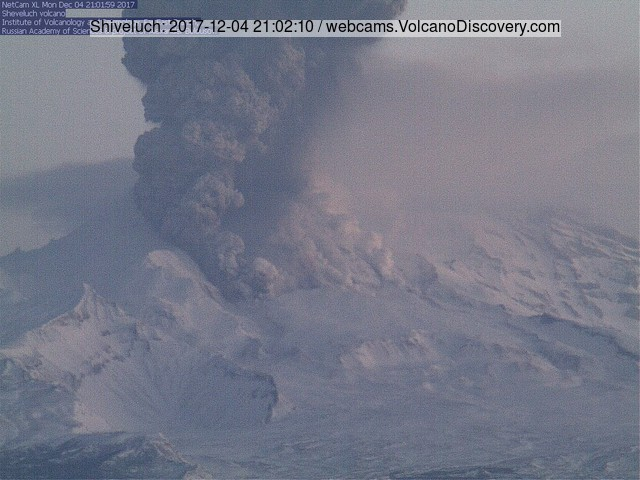 Eruption at Sheveluch volcano this morning (KVERT webcam)