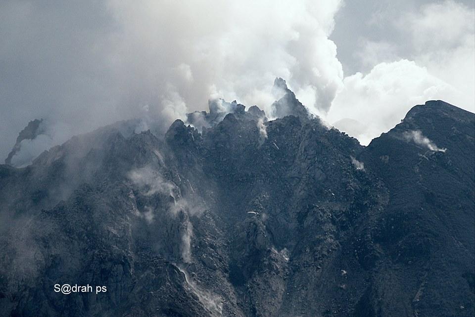 Sinabung volcano's lava dome on 10 June (photo: Sadrah Peranginangin / facebook)