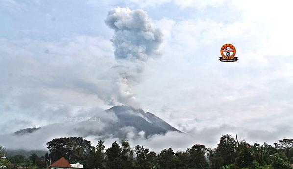Ash plume from Sinabung yesterday (image: @BeidarSinabung / twitter)
