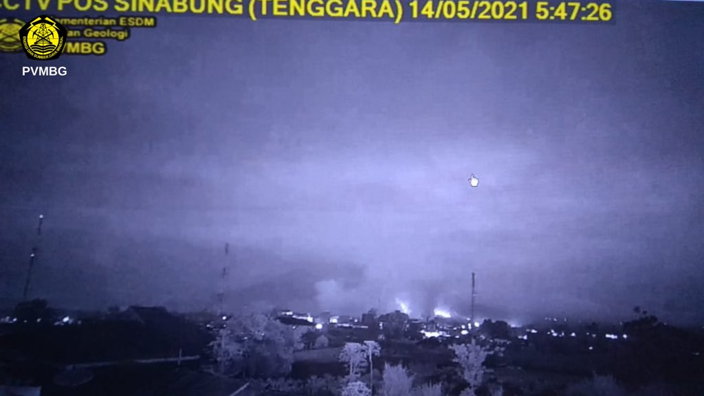 Glowing deposits from this morning's eruption at Sinabung (image: PVMBG)