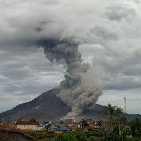 Eruption of Sinabung this morning (image: PVMBG / facebook)