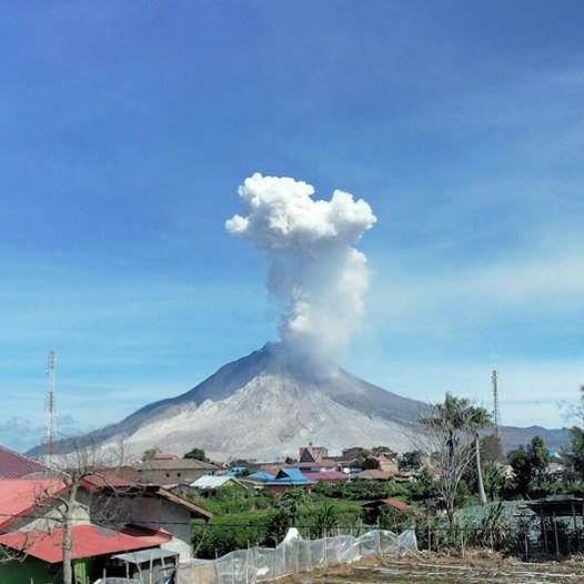 Explosion at Sinabung this morning (image: PVMBG)