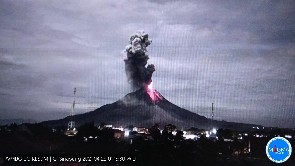 Explosive eruption at Sinabung yesterday (image: PVMBG)