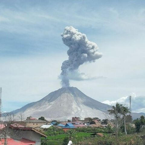 Eruption at Sinabung this morning (image: PVMBG)
