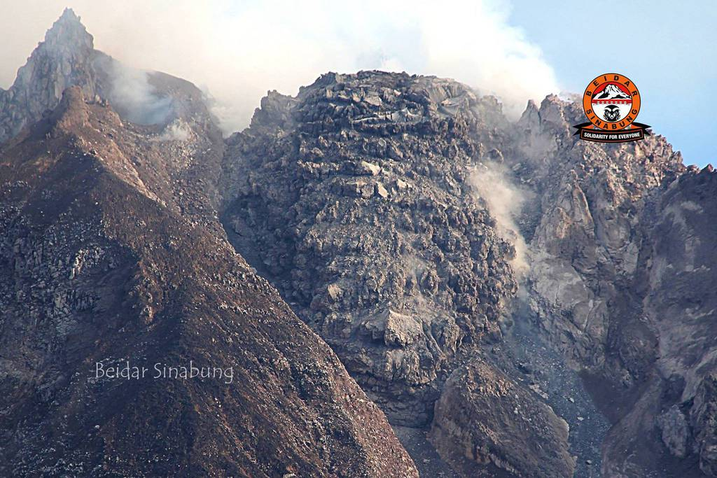 The lava lobe on Sinabung's upper SE flank on 3 June 2015 (Beidar Sinabung / facebook)