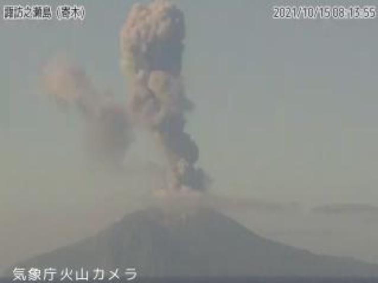 Strong explosion from Suwanosejima volcano yesterday (image: @mykagoshima/twitter)