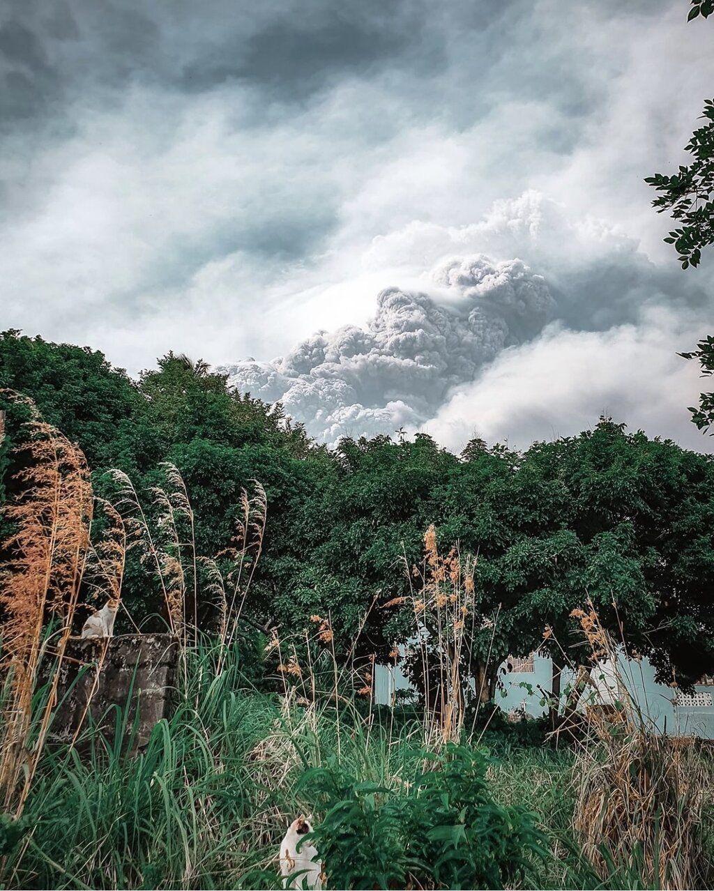 Dense ash column generated by Soufrière St. Vincent volcano yesterday (image: @StvincentGren/twitter)