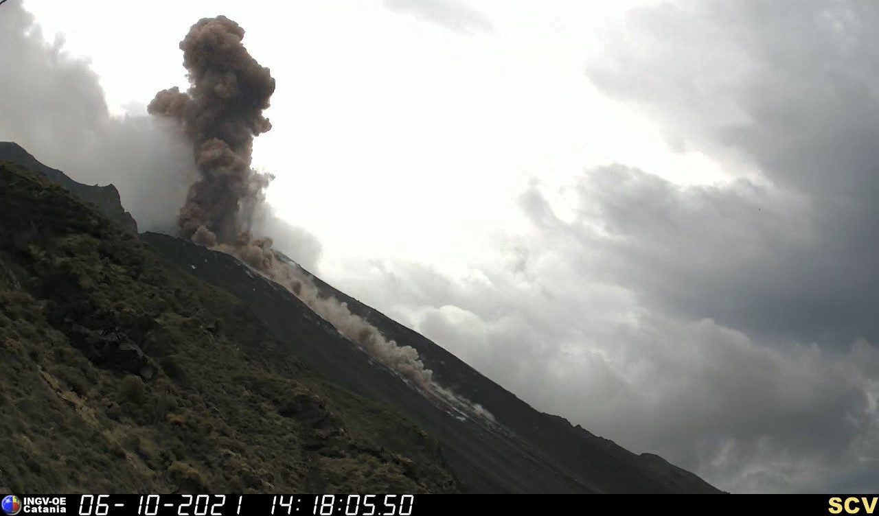 Powerful explosion generated a pyroclastic flow today (image: INGV)