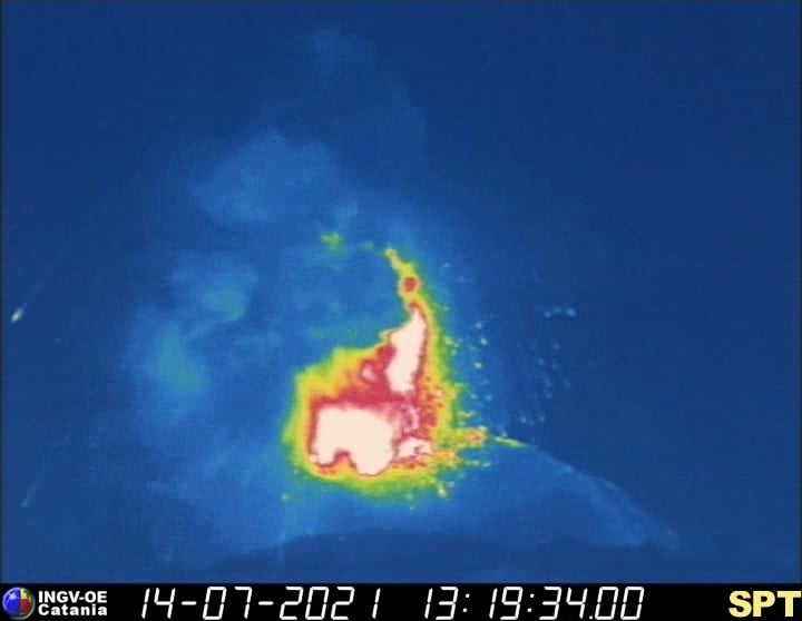 Thermal view of yesterday's large explosion at Stromboli (image: INGVvulcani / facebook)