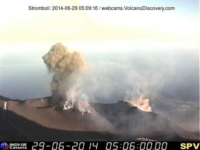 Eruption at Stromboli this morning (INGV Pizzo webcam)