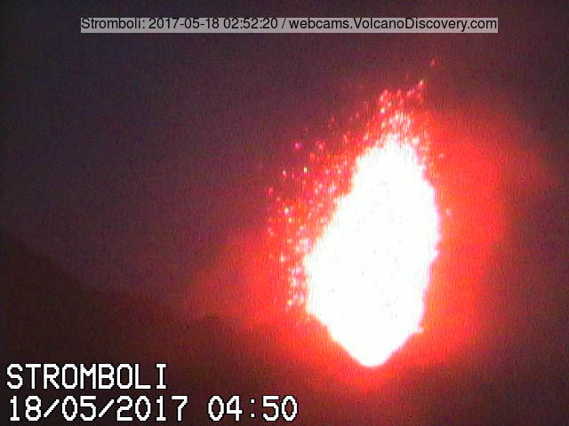 Strong explosion from Stromboli's NE vent this morning (Il Vulcano a Piedi webcam from Bastimento)