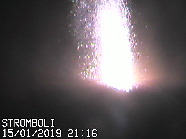 Strong explosion from Stromboli's NE vent this evening (image: Il Vulcano a Piedi webcam)
