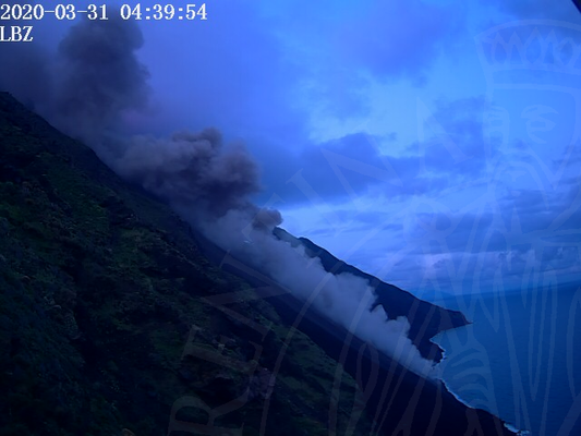Ash clouds and the lava flow this morning (image: LGS webcam)