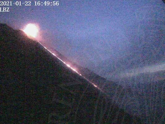 The lava flow on Stromboli's Sciara del Fuoco this evening (image: LGS webcam)