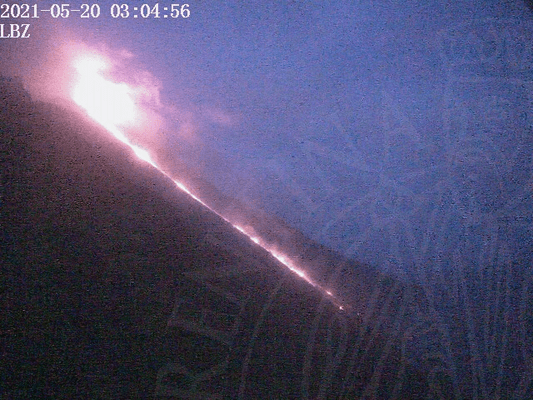 The lava flow on Stromboli's Sciara del Fuoco early this morning (image: LGS webcam)