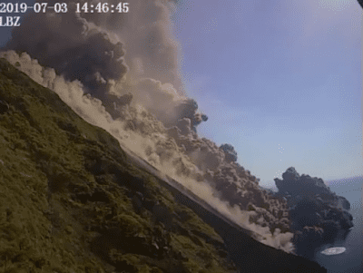 Pyroclastic flow traveling down the sciara and some hundred meters over the sea (image: LBZ webcam)