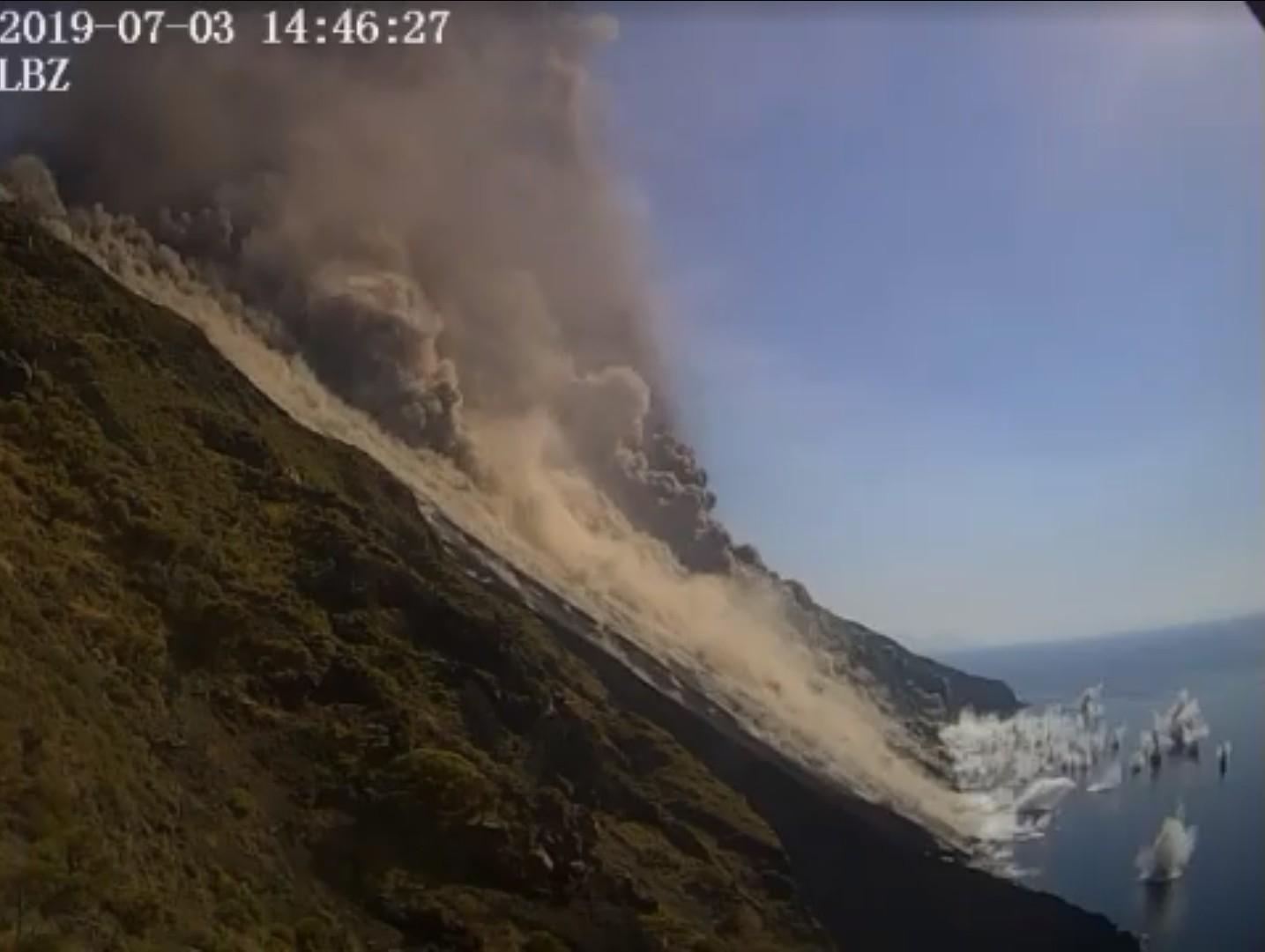 Ballistic ejecta landing into the sea (image: LBZ webcam)